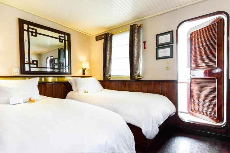 Hotel Cabin Deluxe Twin Room